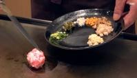 Японская Еда в Киото - Жареный Рис с говядиной Кобе и различными овощами (Видео)