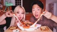 Самая Сырная Пицца в Корее! (Видео)