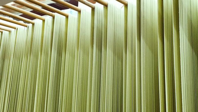 Корейская Еда - Изготовление традиционной лапши (Видео)