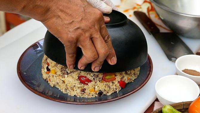 Жареный рис с мясом и овощами, Бангкок Таиланд (Видео)