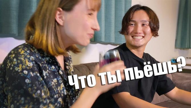 Японец пробует ШАРЛОТКУ и КОМПОТ впервые (Видео)