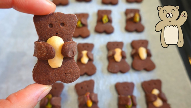 Шоколадное печенье мишка с орехом - Видео-рецепт
