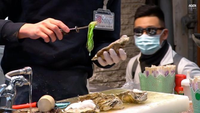 Уличная еда в Японии - Гигантские Устрицы (Видео)