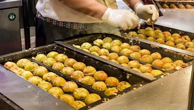 Традиционная Японская Еда - Приготовление Такояки (Видео)