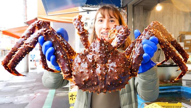 ОГРОМНЫЙ КРАБ НА ЗАВТРАК. Эпичная японская уличная еда (Видео)