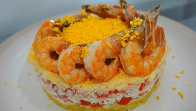 Слоёный салат с креветками - Видео-рецепт