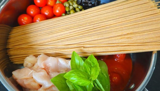 Спагетти с курицей - Видео-рецепт