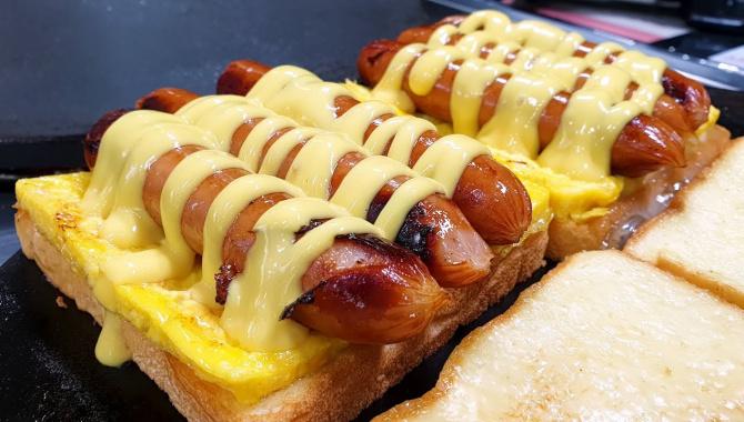Лучшие корейские Тосты. Корейская Уличная Еда. Тосты с тремя сосисками (Видео)
