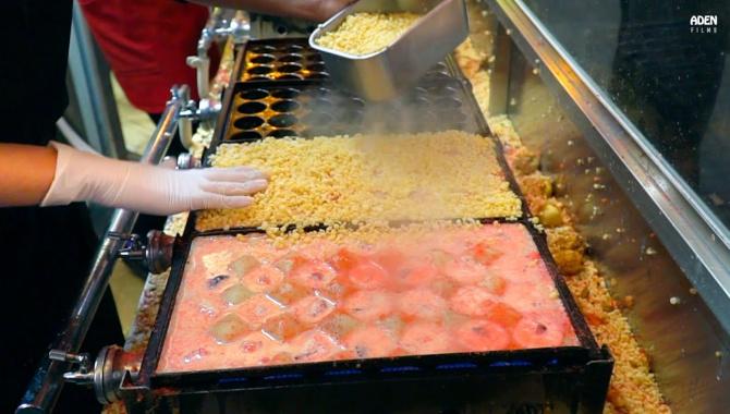 Уличная еда в Японии - Хрустящие Такояки (Видео)