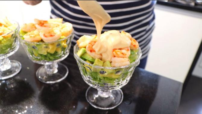 Салат с креветками и авокадо - Видео-рецепт