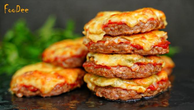 Вкуснейшие, сочные котлетки с начинкой в духовке - Видео-рецепт