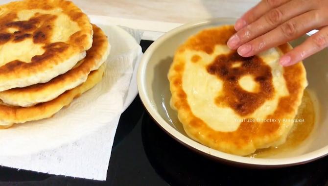 Лепешки на сковороде без дрожжей - Видео-рецепт