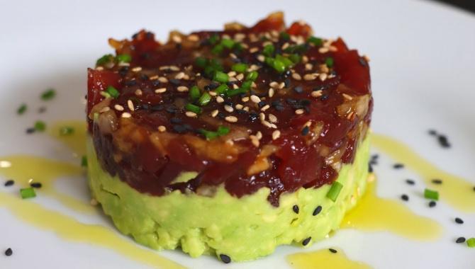 Тартар из тунца с авокадо - Видео-рецепт
