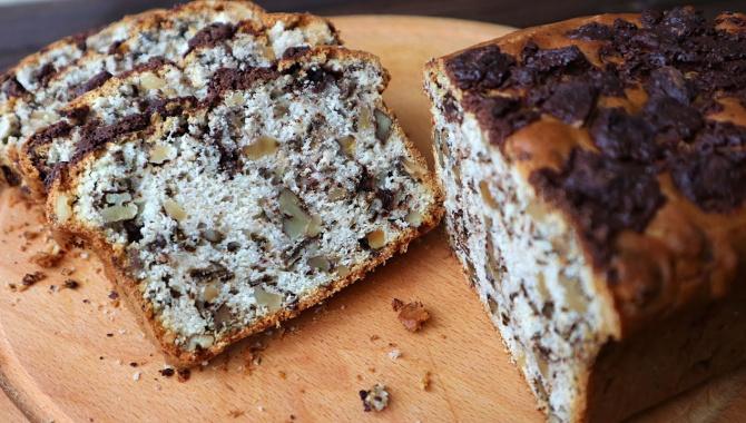Вкуснейший кекс с шоколадом и орехами - Видео-рецепт