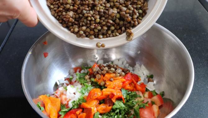 Постный салат с чечевицей - Видео-рецепт