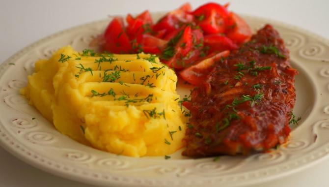 Скумбрия, запечённая в томатном соусе - Видео-рецепт