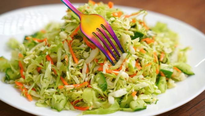 Салат из свежей капусты - Видео-рецепт