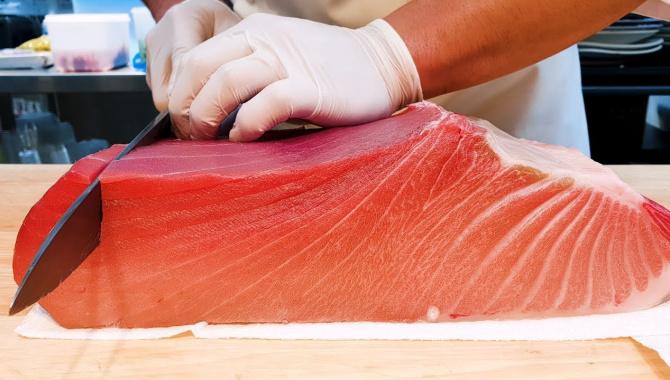 Корейский рыбный рынок - разделка огромного 200-килограммового тунца (Видео)