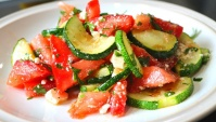 Быстрый салат из кабачков за 5 минут - Видео-рецепт