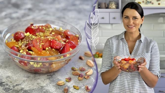 Летний САЛАТ с КЛУБНИКОЙ и томатами - Видео-рецепт