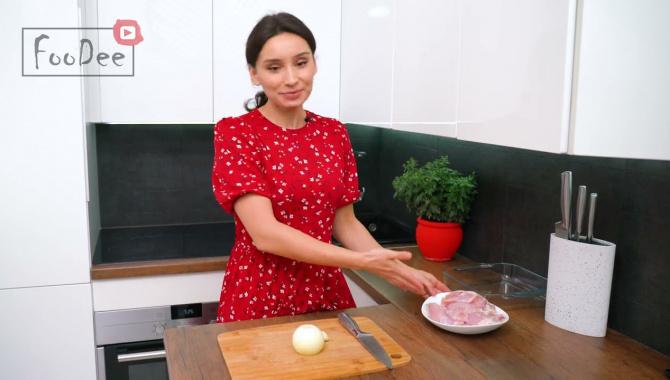 Курица с картошкой в духовке! - Видео-рецепт